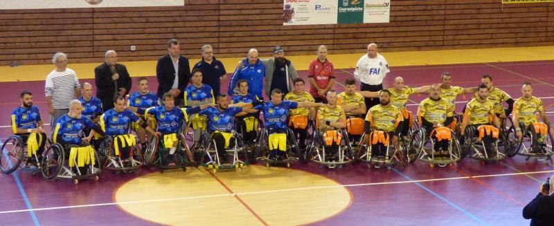 les joueurs des deux equipes avec le Président Marc Palanques