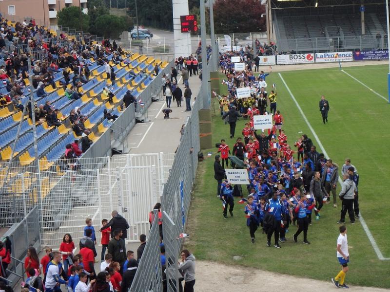 defilé des ecoles de Rugby de la ligue Paca